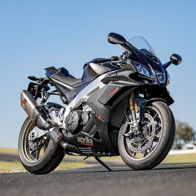 RSV4 1100 Factory Cycle World Shootout_thumb