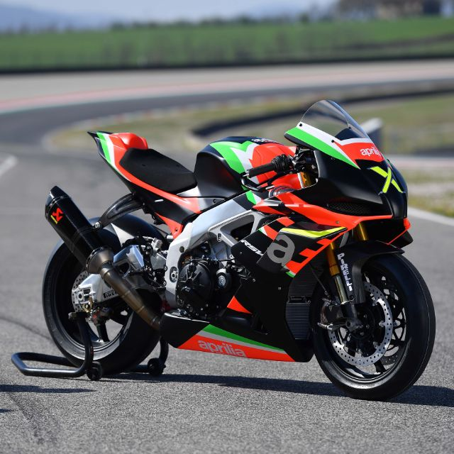 RSV4 X ARRIVES TO THE US_thumb